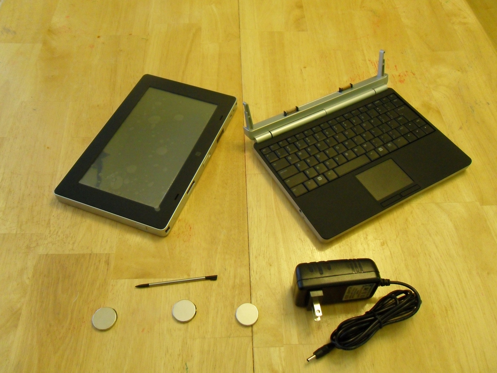 A Review of the Always Innovating Touchbook | Linux Journal